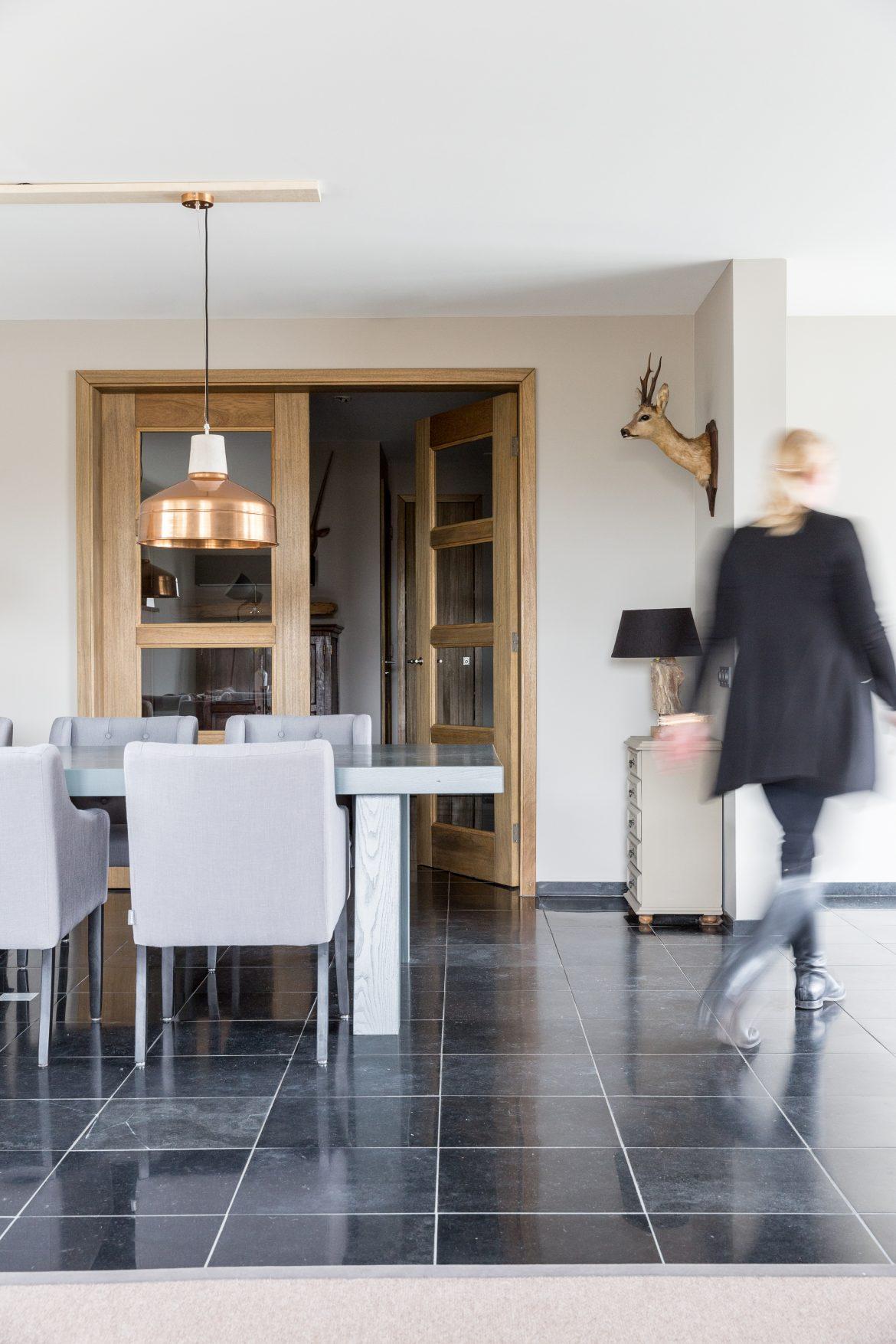 De leefruimte in het huis van familie Buijze aan de Borgmeren.
