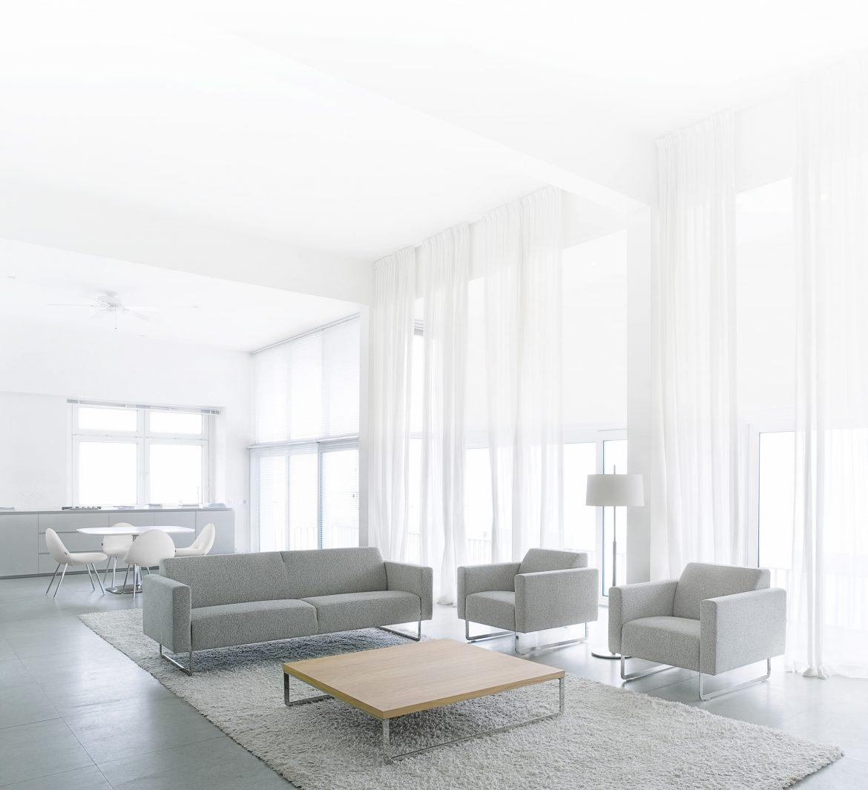 Woonkamer in de minimalistische woonstijl.