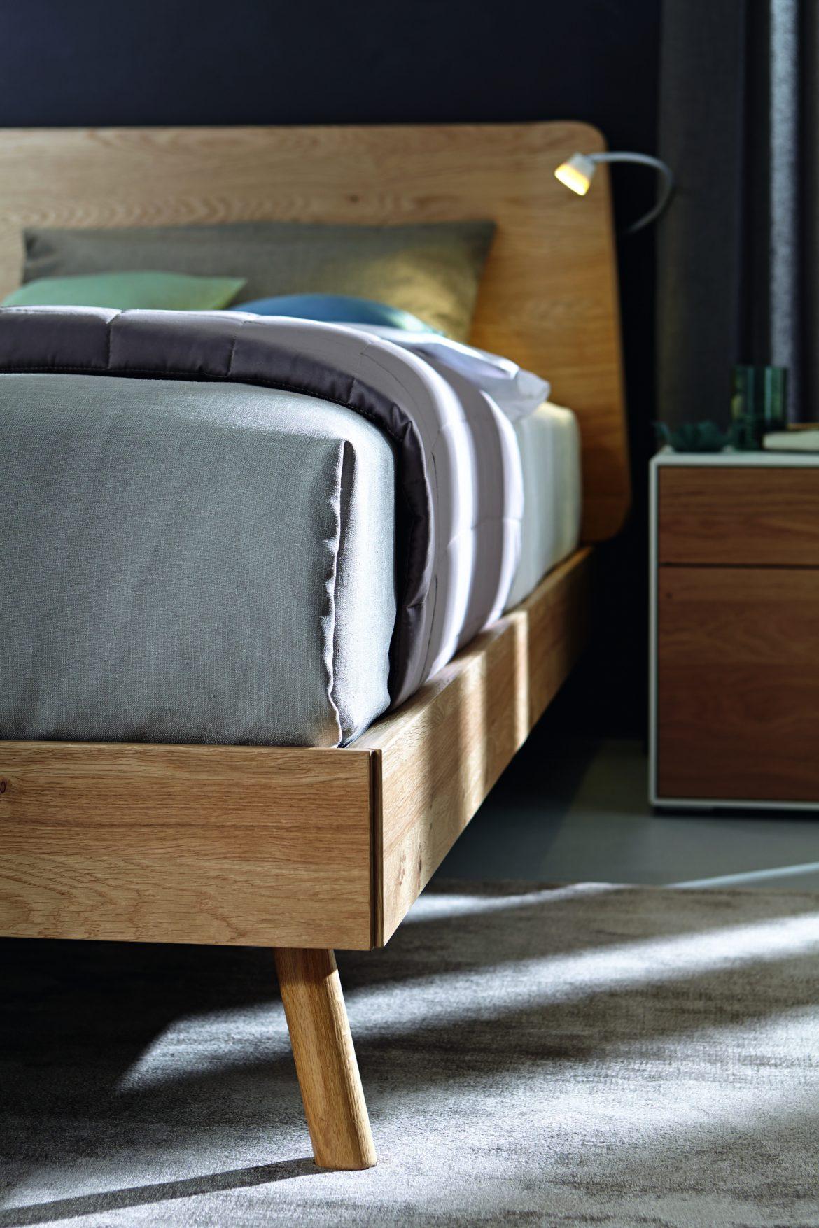 Maak ook je slaapkamer compleet met een toevoeging van naturel hout, verkrijgbaar bij Vesta Slapen in het Woonforum Groningen.