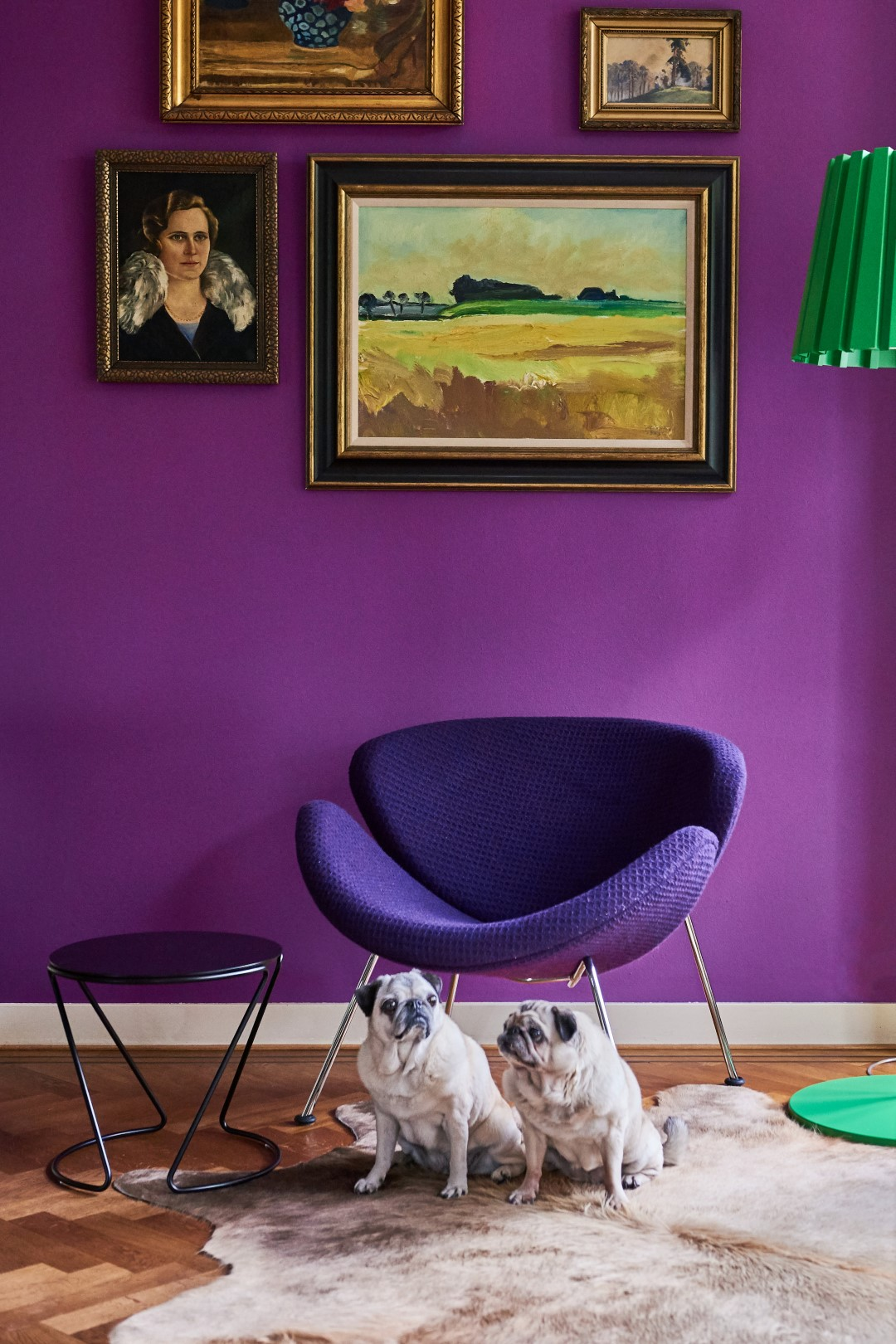 De paarse Artifort Orange slice in het interieur van Irene en Geoffrey.